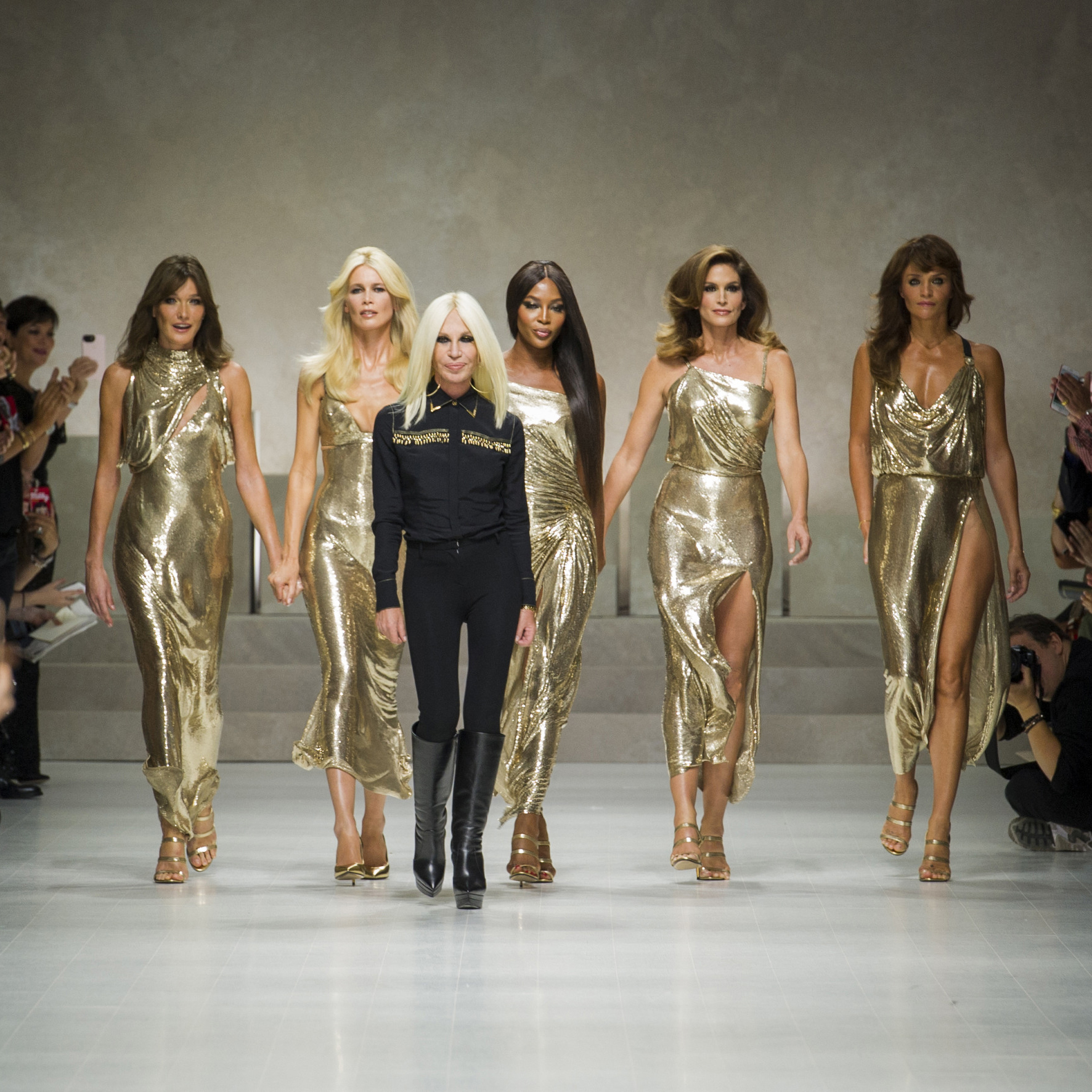 Revisit Versace S Iconic Supermodel Runway Moment Porter